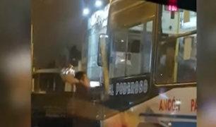 Sujeto se descontrola y rompe espejo retrovisor a otro chofer que le habría cerrado el paso