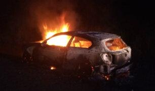 Panamericana Norte: auto se incendia y genera gran congestión vehicular
