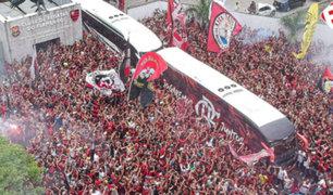 Brasil: 10 mil hinchas de Flamengo despidieron a sus jugadores