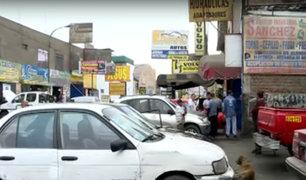 Independencia: talleres de autos invaden veredas y vecinos no pueden transitar