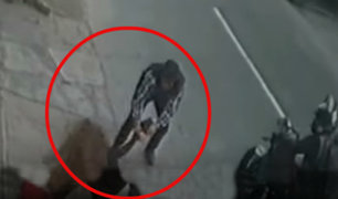 Ate: delincuente forcejea violentamente con mujer para evitar robo