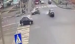Rusia: tres heridos dejó auto que embistió a grupo de personas