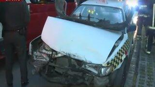 Taxi colectivo se estrelló contra un auto particular en Cercado de Lima