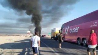 Bloqueos en Chile frenan bus de hinchas del Flamengo en su ruta a Lima