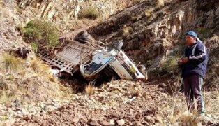Cusco: al menos dos muertos tras caída de camión al abismo en Chumbivilcas