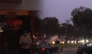 Apagón en Ate: hinchas salieron a oscuras del Monumental