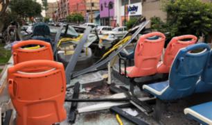 Las impactantes imágenes del bus partido tras accidente en Av. Brasil