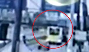 Exclusivo | Imágenes del preciso momento en que bus perdió techo en av. Brasil