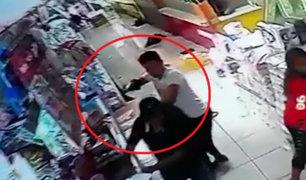 Comas: delincuentes armados asaltan tienda frente a la municipalidad