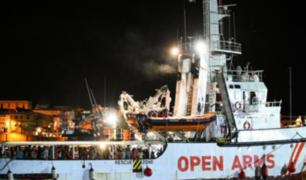 Italia: 62 migrantes rescatados de naufragio desembarcan en Taranto