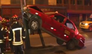 Surco: así quedó auto tras aparatoso accidente en Av. Tomás Marsano