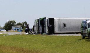 Argentina: volcadura de autobús dejó 2 menores fallecidos y decenas de heridos