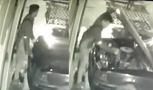 Carabayllo: ladrón roba batería de auto en cuestión de segundos