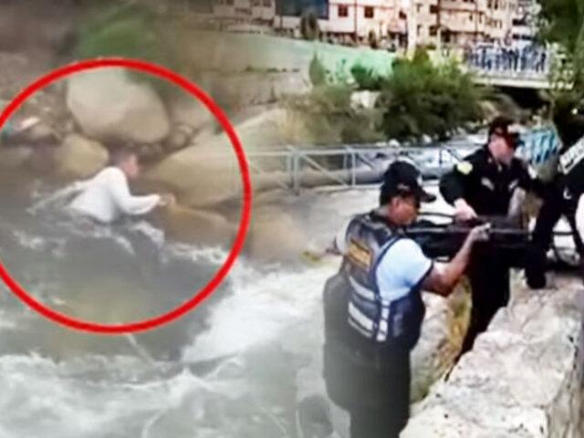 Huaraz: agentes de serenazgo rescatan de río a sujeto en estado de ebriedad