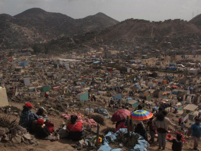 """""""Nueva Esperanza"""" en VMT: miles de peruanos visitaron el cementerio más grande de Sudamérica"""