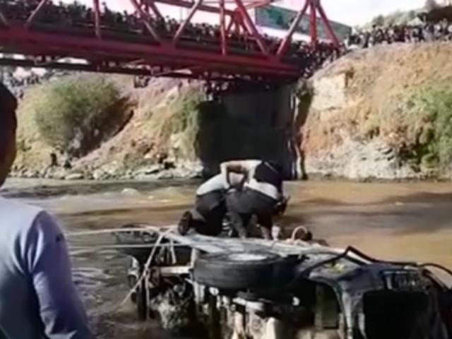 Huancayo: recuperan cuerpos de ocho fallecidos tras despiste de combi