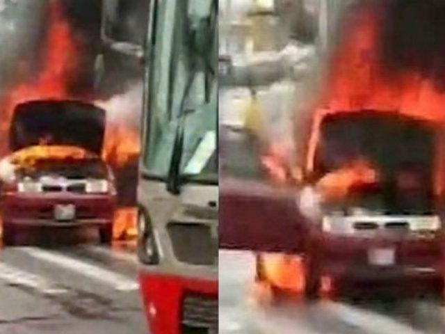 Av. La Marina: auto se incendia y causa congestión vehicular