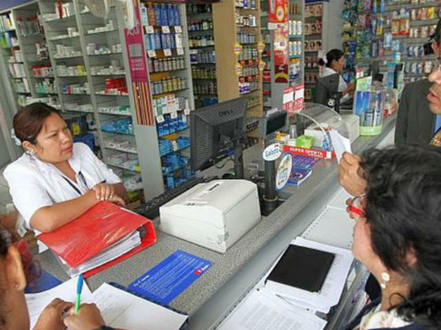 Boticas y farmacias deberán tener lista de 40 medicamentos genéricos
