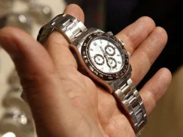 Intervienen a extranjeros por presunto robo de lujosos relojes Rolex en San Isidro