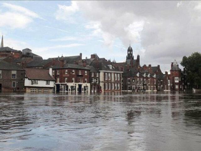 Inundaciones cobran su primera víctima mortal en Inglaterra