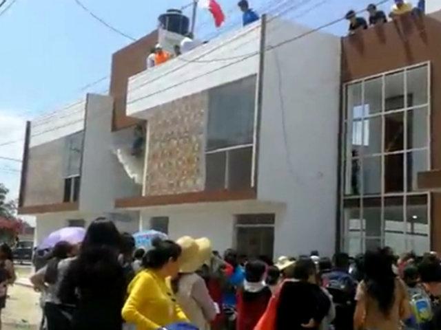 Trujillo: empresario árabe cumplió y entregó nueva casa a niño que estudiaba en la calle