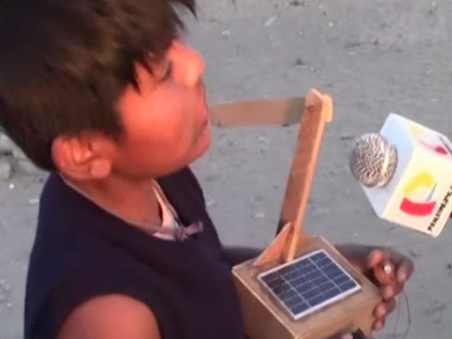 Ica: niño crea un aerogenerador con objetos reciclados para dar energía a su vivienda
