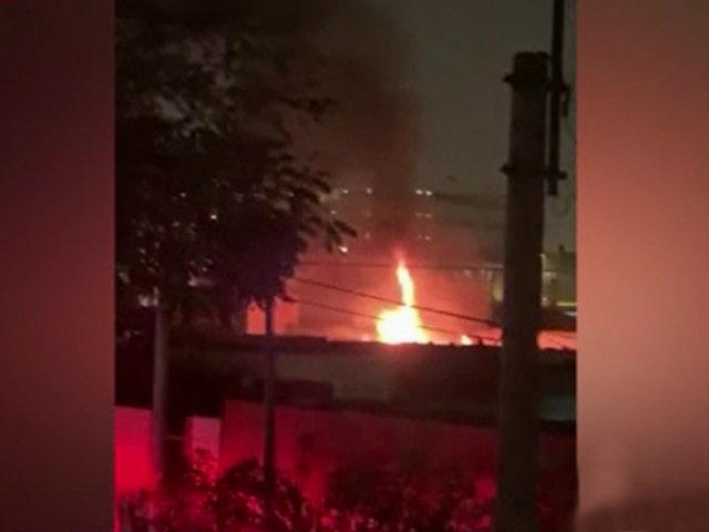La Victoria: incendio en albergue habría sido provocado por artefacto pirotécnico
