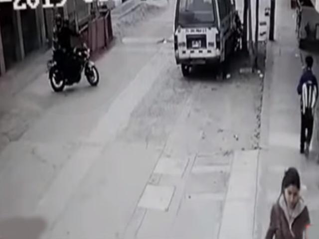 Los Olivos: sujetos en moto que robaron a escolares merodearon la zona minutos previos