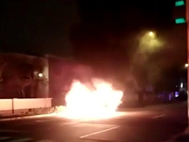 San Isidro: camioneta se incendia en medio de la pista por fuga de gas