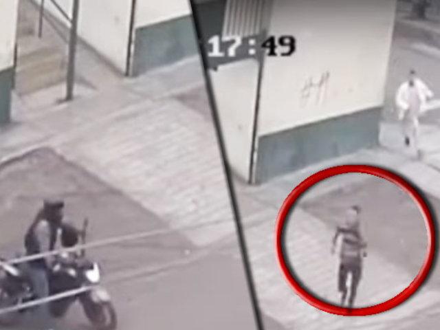San Juan de Miraflores: ladrón roba a transeúnte y fuga en moto con su cómplice