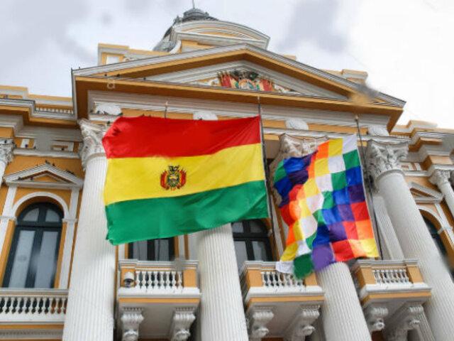 Bolivia: Qué es la Wiphala y por qué este símbolo indígena ha evidenciado la fractura social