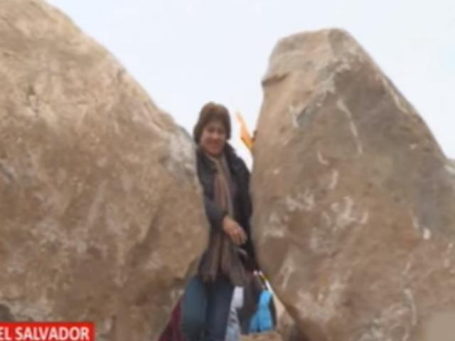 VES: vecinos deben pasar por enormes rocas para entrar y salir de sus viviendas