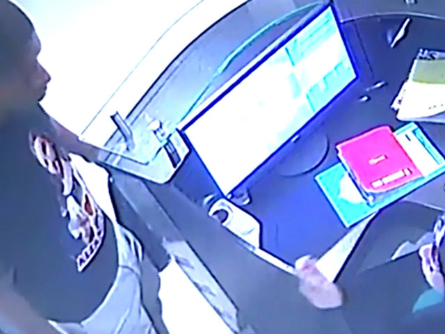 Sujeto amenaza con navaja a mujeres para robar negocios