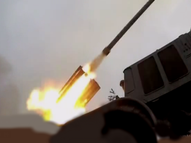 Impresionante espectáculo de militares rusos al mostrar su potente artillería