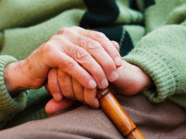 Anciana denuncia haber sufrido abuso sexual de compañeros en asilo