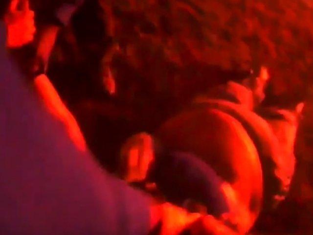 Así fue el dramático rescate de mujer inconsciente dentro de auto en llamas