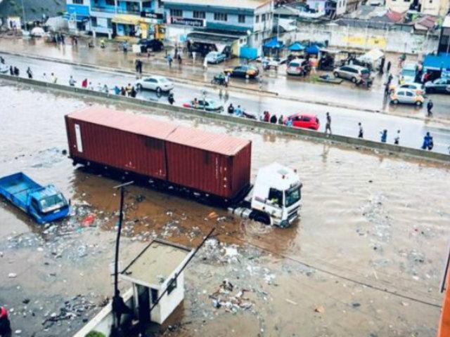 Ghana: tres horas de lluvias inundaron calles de Acra