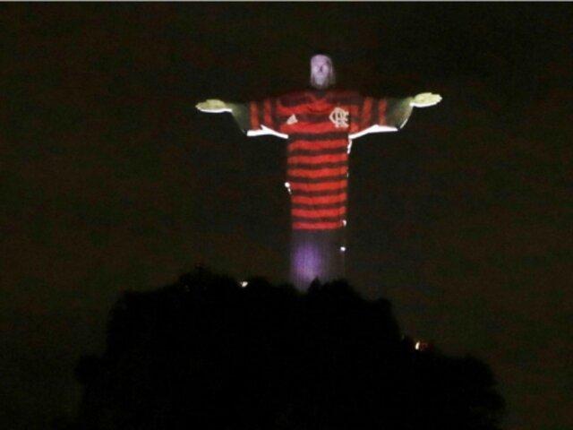 Copa Libertadores: Cristo Redentor luce la camiseta del Flamengo