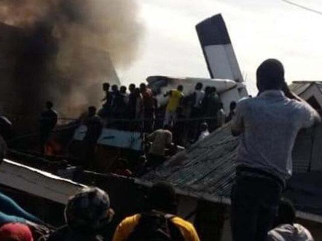 ¡Trágico! Avión se estrelló en barrio del Congo y hay más de 20 fallecidos