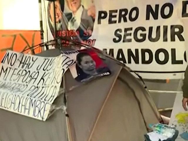 Keiko Fujimori: Mark Vito permanece en exteriores de penal a la espera de liberación