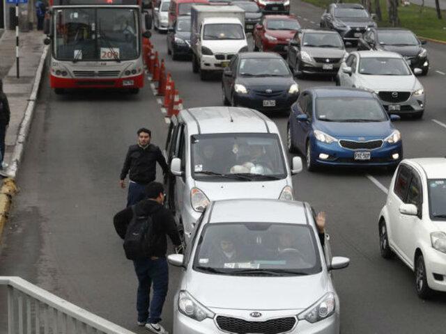 Señalan que políticos seguirían impulsando formalización de taxis colectivos