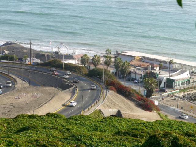 Muñoz anuncia instalación de puente provisional que conectará Barranco con playas
