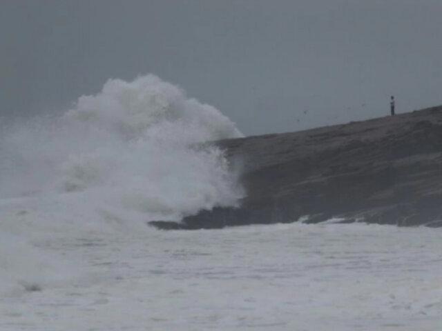 Cierran 27 puertos en litoral sur por presencia de oleajes ligeros