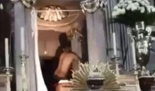Impactantes imágenes: sujeto irrumpe en iglesia y ataca a fieles
