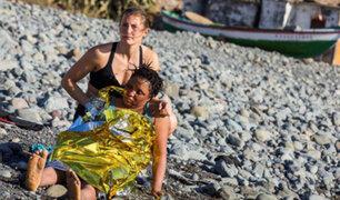 España: bañistas auxilian a inmigrantes que alcanzaron la costa nadando