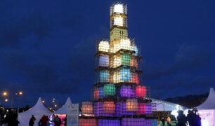 Estonia dio la bienvenida a la Navidad con árbol hecho de contenedores reciclados