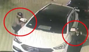SJM: roban con gran habilidad espejos retrovisores de auto estacionado