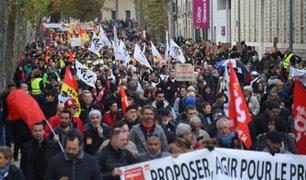 Francia: miles de personas acatan huelga contra reforma de pensiones