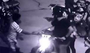 Puerto Maldonado: captan cómo banda en moto asaltó a pareja