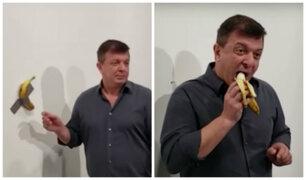 Increíble: plátano valorizado en US$150 mil fue comido por un hombre en feria de arte